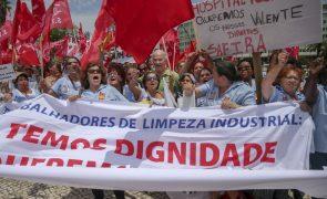 Cerca de 2 mil trabalhadores da limpeza industrial manifestam-se em Lisboa