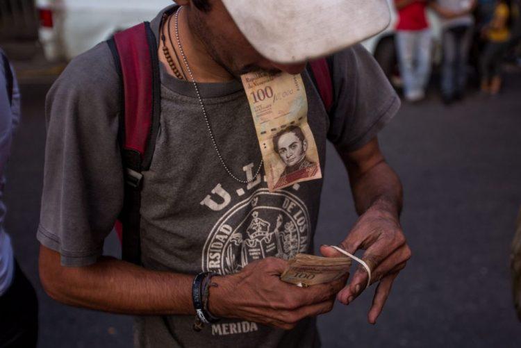 Pelo menos três mortos em distúrbios devido à falta de dinheiro na Venezuela