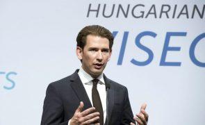 Chanceler austríaco pondera reintroduzir controlo fronteiriço
