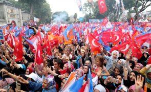 Mais de 56 milhões são hoje chamados a votar nas legislativas e presidenciais da Turquia