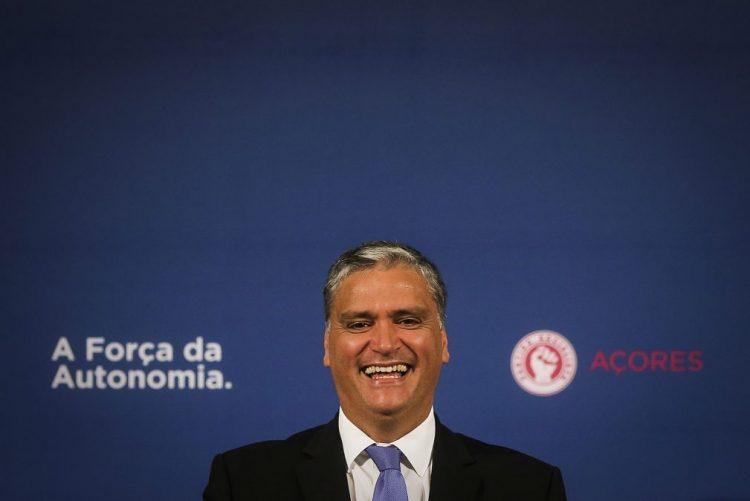 Açores: Vasco Cordeiro reeleito presidente do PS com 98% de votos