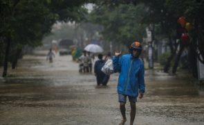 Cheias causam pelo menos sete mortos e 12 desaparecidos no Vietnam