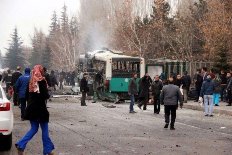 Atentado contra autocarro mata 13 soldados na cidade turca de Kayseri