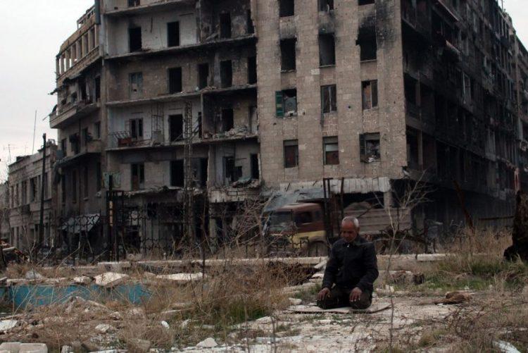 Acordo para evacuar vilas sírias abre a porta ao recomeço da evacuação de Alepo