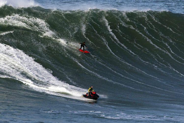 Prova da Nazaré do circuito mundial de ondas gigantes arranca na terça-feira