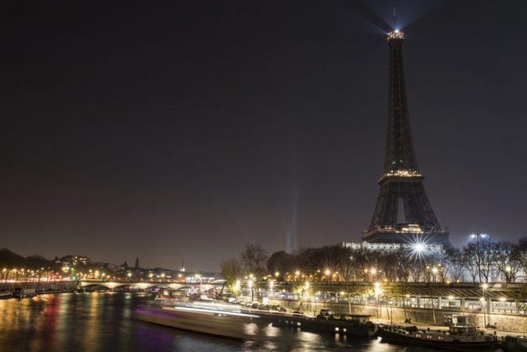 Torre Eiffel fechada pelo quinto dia consecutivo devido a greve