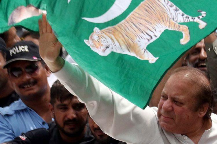 Ex-primeiro-ministro paquistanês condenado a dez anos de prisão por corrupção