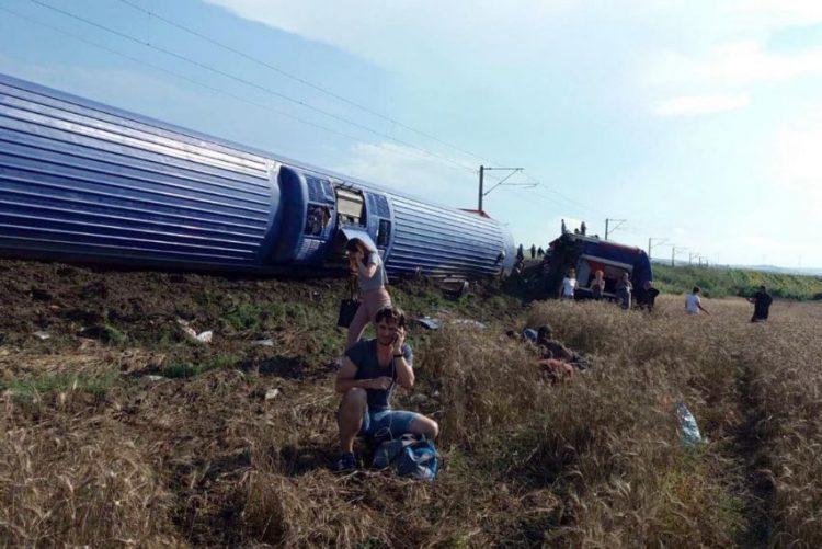 Descarrilamento de comboio na Turquia faz pelo menos 10 mortos e 73 feridos