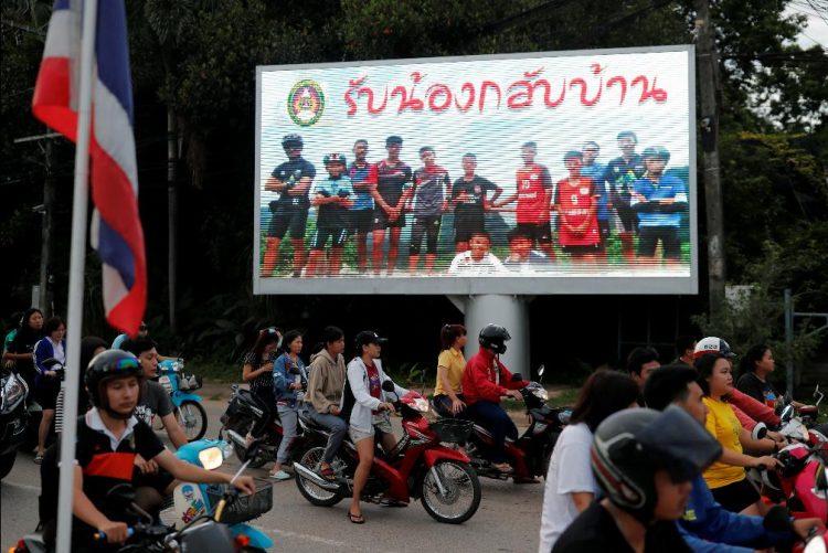 Tailândia: Jovem treinador já esteve às portas da morte e recuperou a alegria no futebol