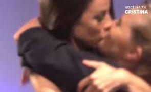 Já viu quem é que beijou Cristina Ferreira na boca?