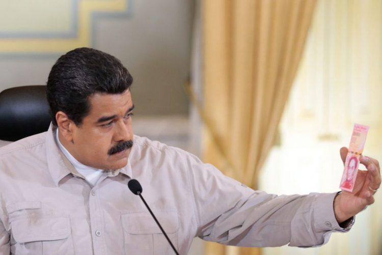 Venezuelanos saíram às ruas de Caracas em defesa de Nicolás Maduro
