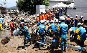 Governo japonês anuncia 179 mortes, primeiro-ministro visita zonas mais afetadas
