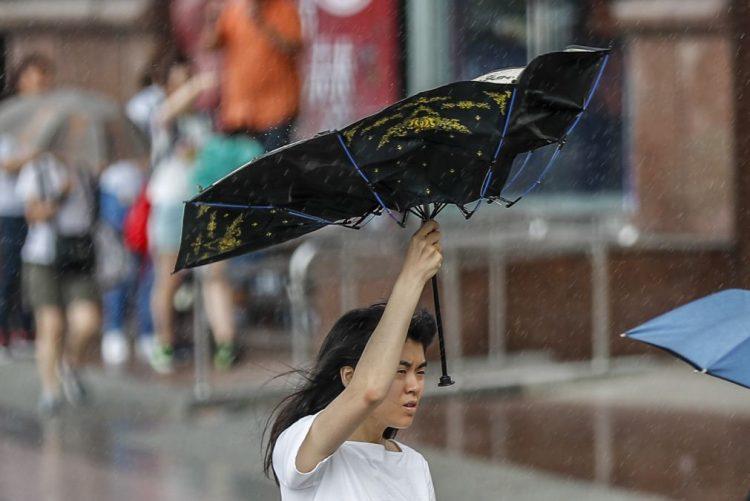 Dois feridos e 3.430 pessoas em abrigos à passagem do tufão Maria por Taiwan