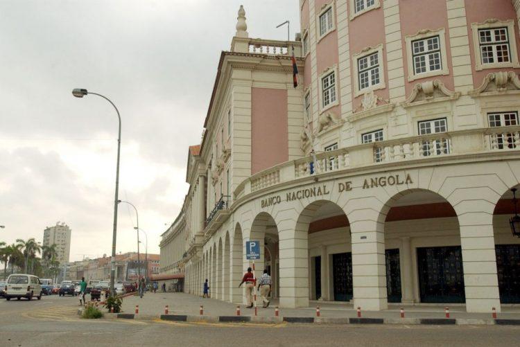 Volume de depósitos sob reserva do banco central  angolano volta a cair em junho
