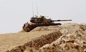Dezenas de militares turcos condenados a prisão perpétua
