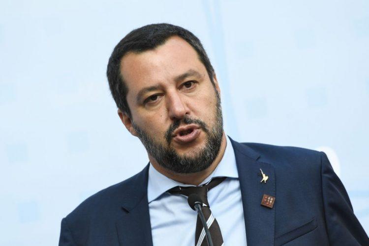 Ministro do Interior italiano proíbe desembarque de migrantes na Sicília