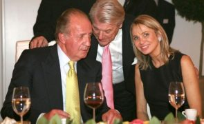 Amante acusa rei Juan Carlos de a estar a usar como «testa de ferro»