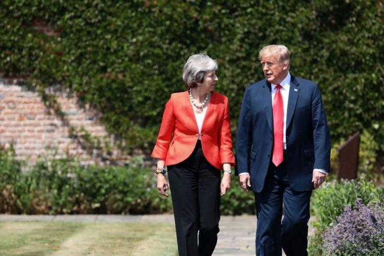 Trump recua e apoia Londres nas negociações do 'Brexit' se não bloquear comércio com EUA