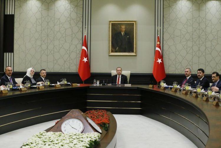 Turquia anuncia para quarta-feira o fim de dois anos de estado de emergência