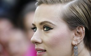 Scarlett Johansson desiste de fazer papel de transexual