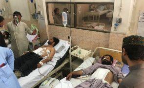 Sobe para 149 o número de mortos no ataque terrorista no Paquistão
