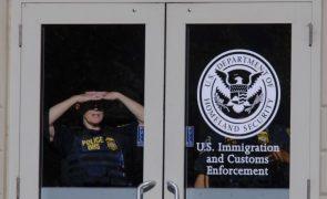 Juiz suspende deportações de famílias de imigrantes nos Estados Unidos