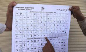 Candidato nas eleições paquistanesas deste mês morre em atentado suicida