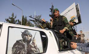 Pelo menos 23 mortos e 107 feridos em atentado suicida no Afeganistão