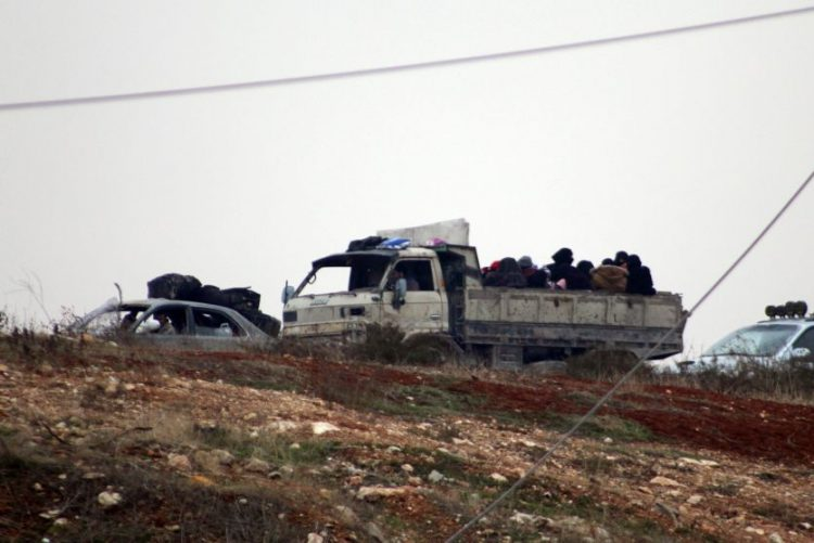 Autocarros entram em Alepo para recomeçar evacuação suspensa desde sexta-feira