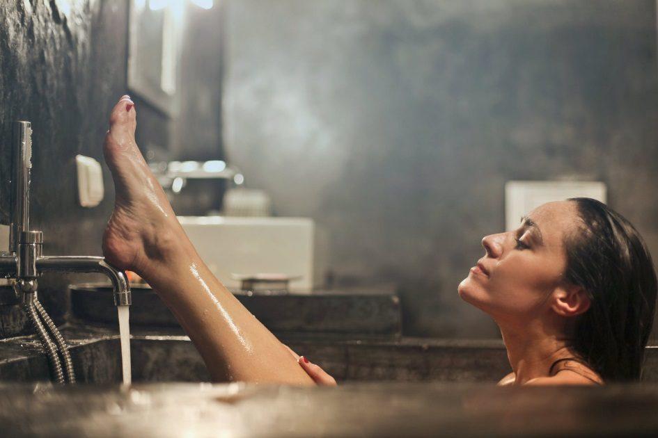 Afinal, devemos tomar banho de manhã ou à noite?