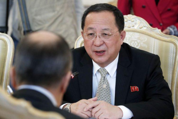 Diplomatas asiáticos instam Pyongyang a cumprir destruição de arsenal nuclear
