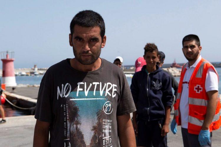 Autoridades espanholas resgataram 111 imigrantes do mar de Alborão