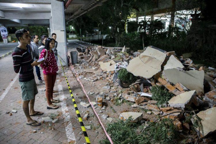 Pelo menos 19 mortos e dezenas de feridos em sismo em ilha na Indonésia