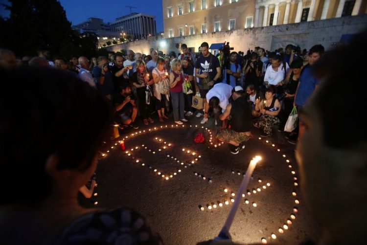 Governo grego substituiu chefia da polícia e bombeiros após motífero incêndio de Atenas