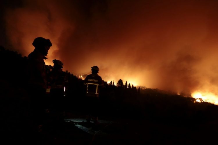 ALERTA INCÊNDIOS: Fogo em Monchique destrói casas