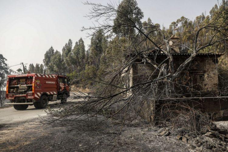 O que pedem os bombeiros que combatem o fogo em Monchique