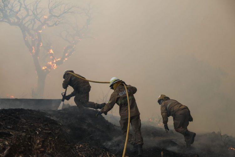 Fogo em Monchique voltou a agravar-se e operação é