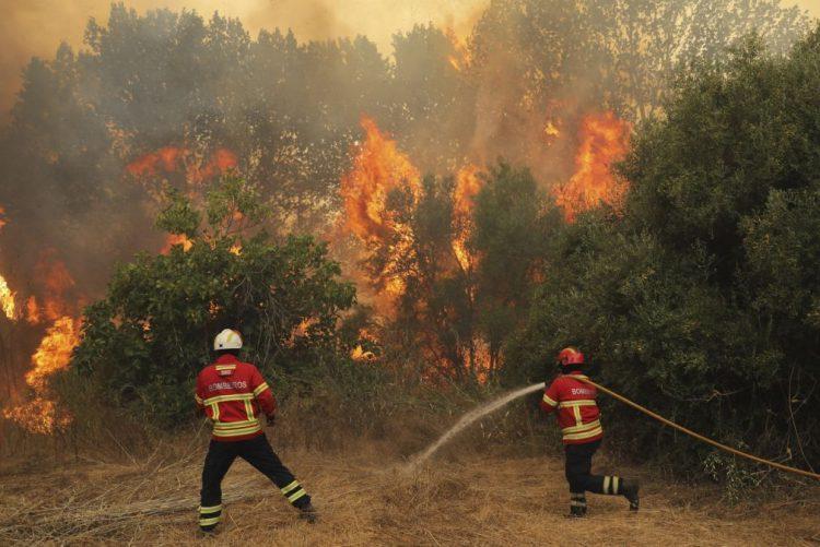 Fogo que começou em Monchique já desaloja pessoas em Silves