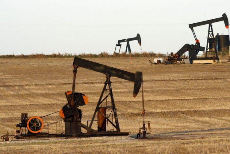 Governo moçambicano aprova contratos de pesquisa de petróleo