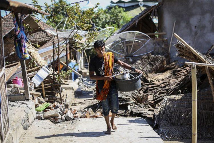 Mais de 70 mil desalojados após sismo de domingo na ilha indonésia de Lombok