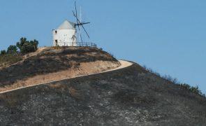 Reino Unido aconselha turistas britânicos a evitar zona de fogos no Algarve