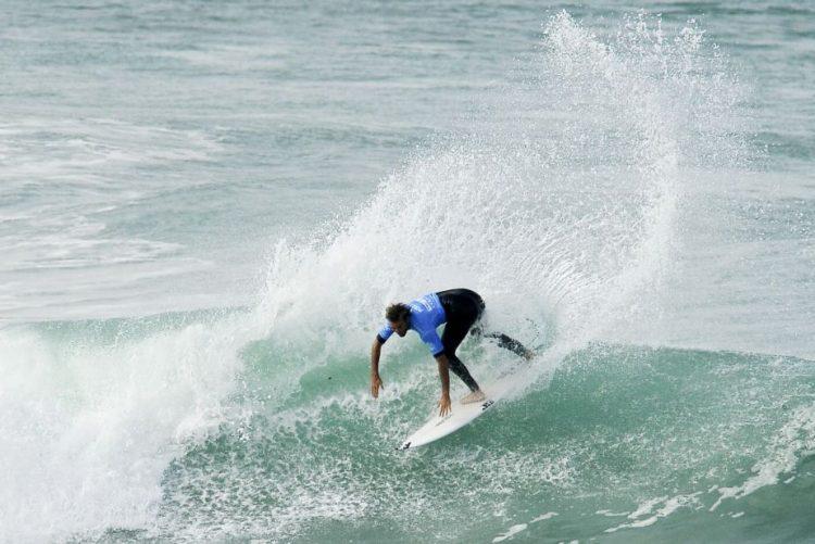 Frederico Morais eliminado na segunda ronda do Pipe Masters de surf