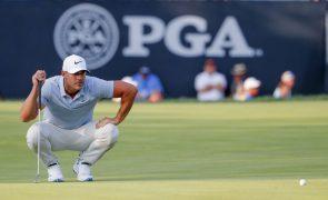Brooks Koepka lidera PGA Championship, Tiger Woods entra na luta pela vitória