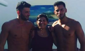 Dolores Aveiro aproveita o calor em boa companhia