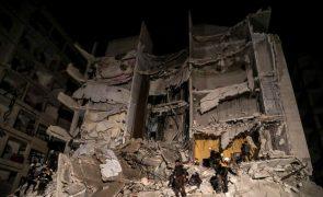 Novo balanço indica 39 civis mortos em explosão de depósito de armas na Síria