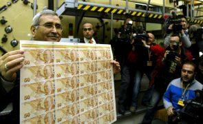 Turquia injeta seis mil milhões de dólares para travar queda da moeda nacional