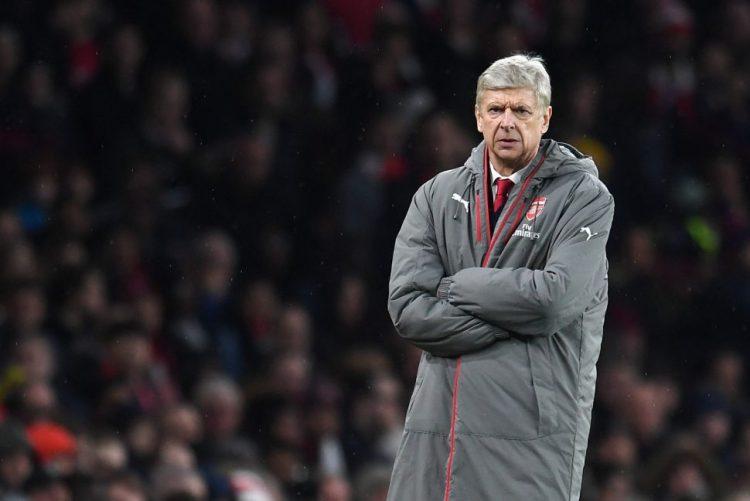Arsène Wenger queixa-se que árbitros são tão protegidos quanto leões no zoo