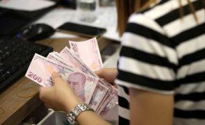 Wall Street fecha em baixa com queda da moeda turca a inquietar investidores