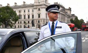 Polícia britânica realiza buscas em vários locais e identifica suspeito de ataque junto ao Parlamento