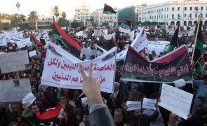 Condenados à morte 45 militantes pró-Kadhafi que mataram manifestantes na Líbia